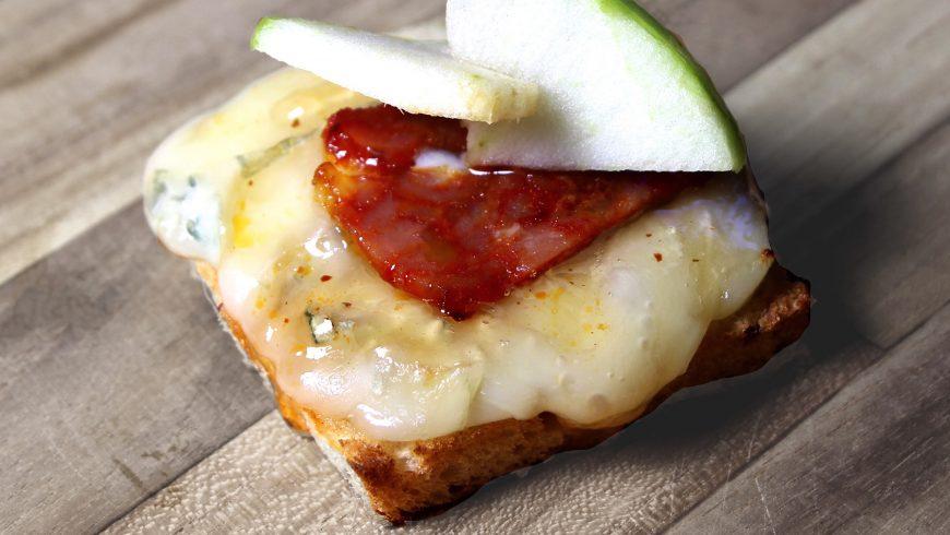 Apero Style #1 Toast chorizo, gorgonzola, gelée de poivre